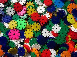 Készségfejlesztő műanyag játékok