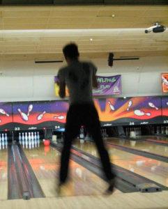 Önfeledt bowlingozás Egerben